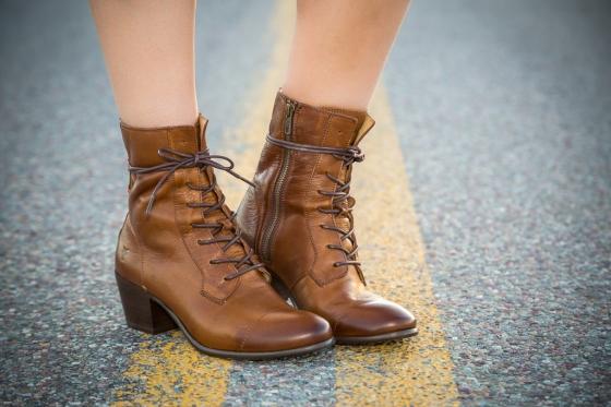 style me montana, melissa richardson, robert richardson, joes jeans, white dress, frye boots, taylor swift boots, montana, whitefish, sun hat, boho jewelry,